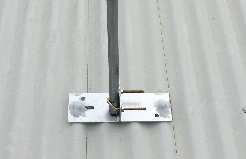 Tighten u-bolt on pole