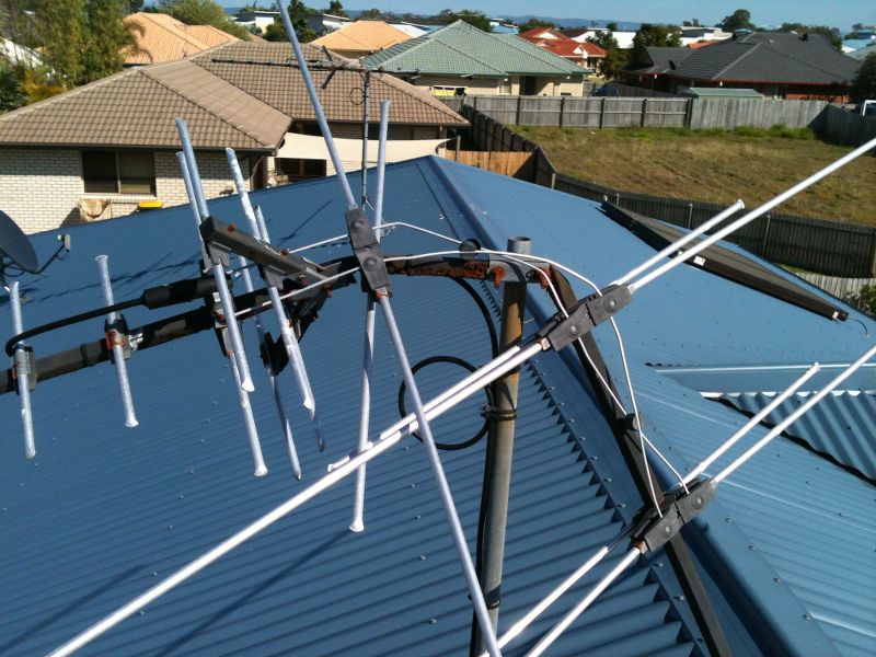 Storm damage to an already rusty antenna - if your antenna looks like this, replace it!